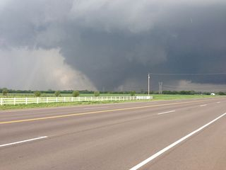Tornado 800px-May_20,_2013_Moore,_Oklahoma_tornado