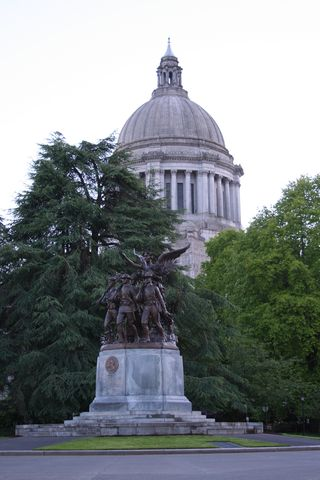 Soldiers Statue Legislative Building
