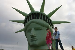 Gasworks Park Statue of Liberty Twins 032