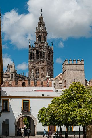 Seville Spain 398px-View_from_Alcázar_on_Giralda_(7077900543)