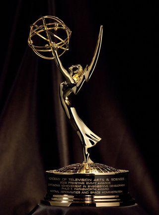 Emmy_statuette