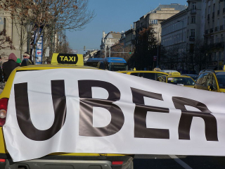 800px-Protest_against_Uber_-_Budapest,_2016.01.18_(2)