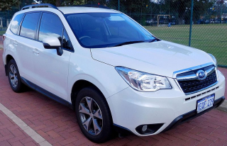 Subaru_Forester_(MY14)_2.5i_Luxury_wagon_(2016-05-14)_01