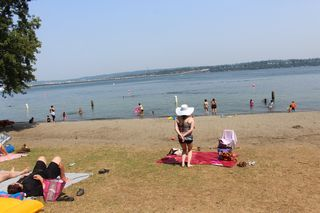 Sunhat at Beach IMG_2067
