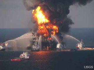 Deepwater_Horizon_fire