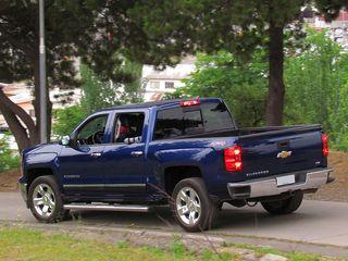 800px-Chevrolet_Silverado_LTZ_Crew_Cab_4x4_2014_(15992805288)
