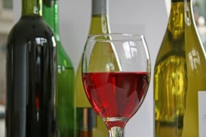 Wine_bottles_830684_wine_4