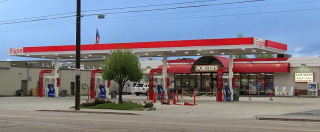800px-Exxon_Gas_Station_(34035531150)