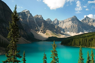 Lake-louise-Alberta-Canada-tourism-marketing-Vienna-Toronto-international-visitors-Condo.ca_