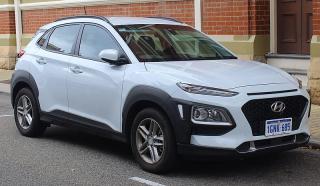 800px-2018_Hyundai_Kona_(OS_MY18)_Active_2WD_wagon_(2018-10-12)_01