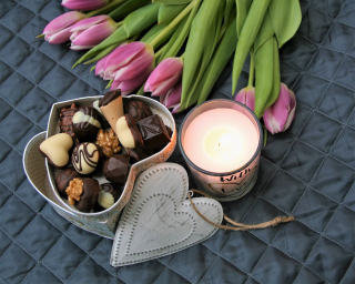 Chocolates-Tulips Candle 3141165_1280