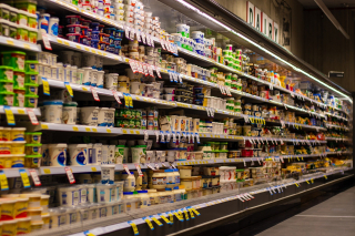 Supermarket-Shelf With Lots of Single-Use Packages 4052658_1920