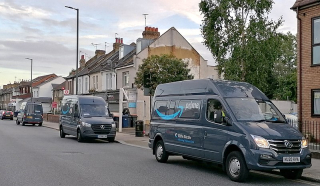 Amazon_Prime_electric_delivery_vans_in_East_Barnet_Road