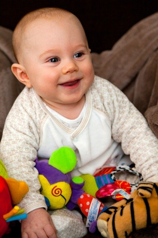 Baby Sitting Up With Toys Around Him-22086_640