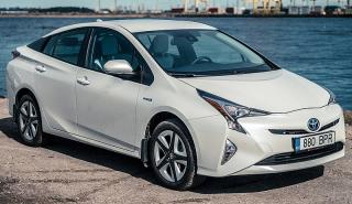 Toyota_Prius_(ZVW50R)_Hybrid_liftback_White By the Water (2016-04-02)_01