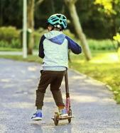 Child on Scooter Wearing Helmet-4999789_640