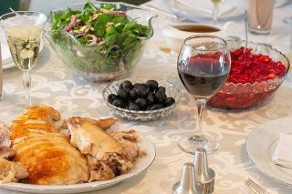 Thanksgiving Dinner Turkey Salad Red Wine cranberries-4658413_640
